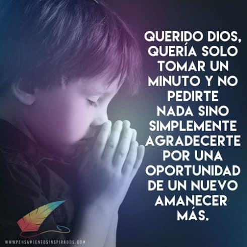 niño rezando a dios
